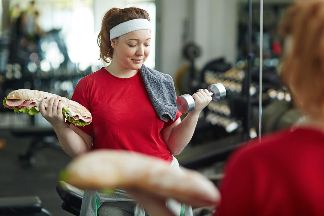 L'obesità si previene con alimentazione sana ed esercizio fisico.