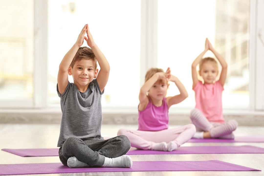 Lo yoga mantiene i bimbi in salute