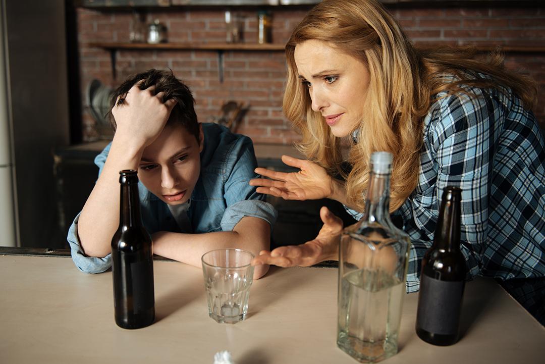 Tra alcol e minori non deve mai mancare il filtro della famiglia per dare le linee guida